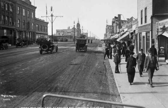 Jasper Avenue in 1913, before the automobile revolution.